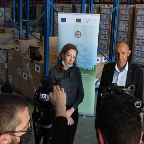 European Union donated 500 packages to the inhabitants of Roma substandard settlements