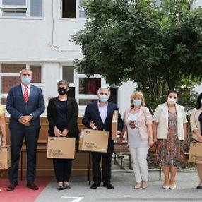 Učenici romske nacionalnosti dobili savremena nastavna sredstva